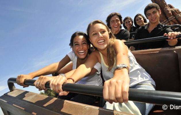 disneyland-paris-achtbaan-tieners