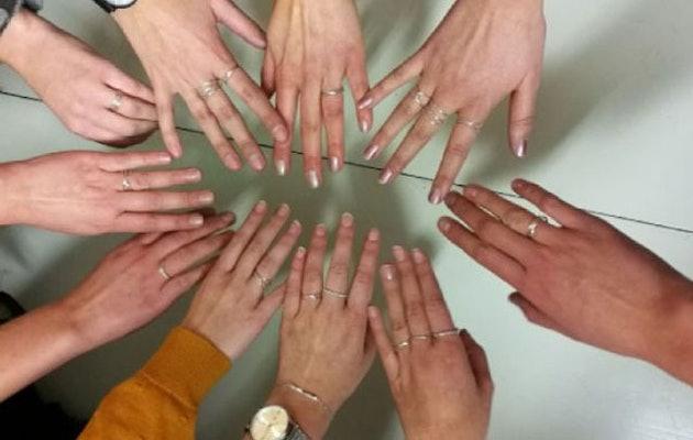 eventsbakery-handen-met-zelfgemaakte-ringen