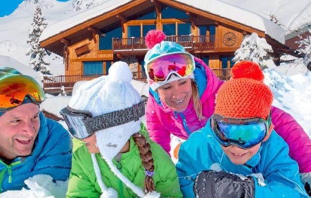skichalet-gezin-sneeuw-chalet
