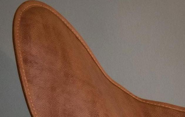 vlinderstoel-cognac-detail
